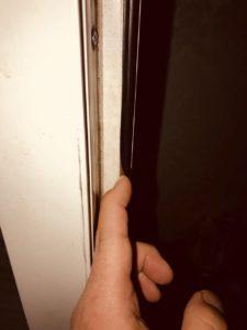 замена уплотнителя на окнах недорого