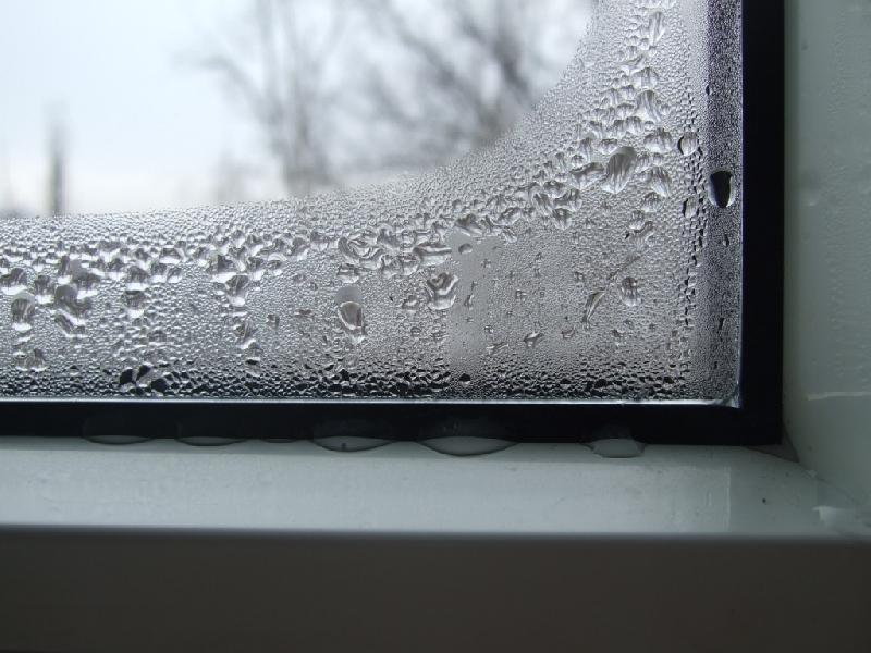 Запотело внутри окно - как устранить проблему?